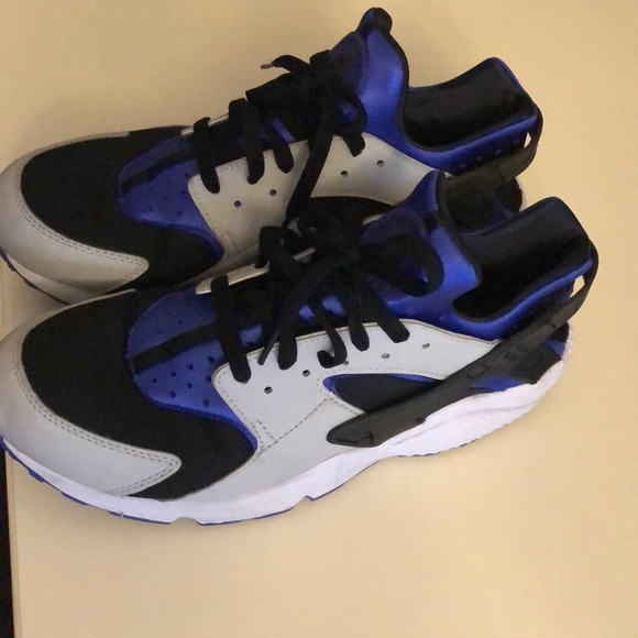 Authentic Nike air huarache men's without box